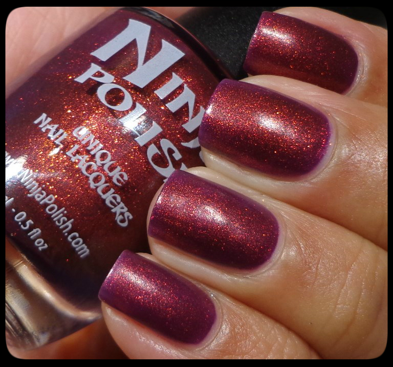 Ninja Polish Divinity is like Fantasy Fire on crack. In my opinion, this p