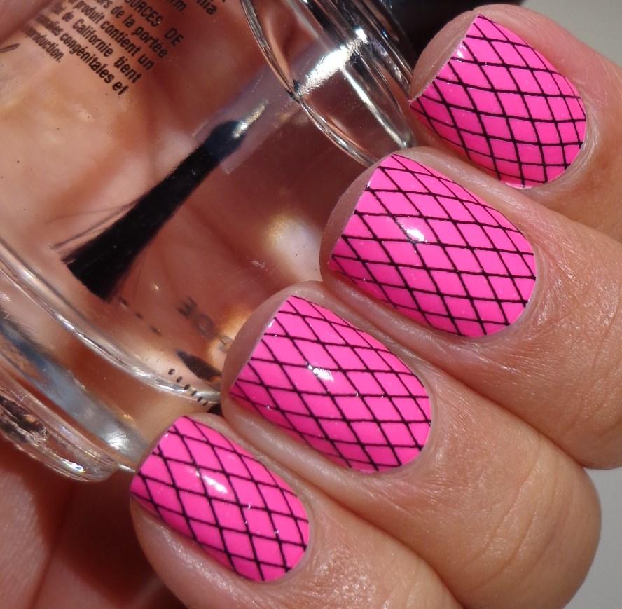 Hot Nail Designs: Black And White And Pink Nails