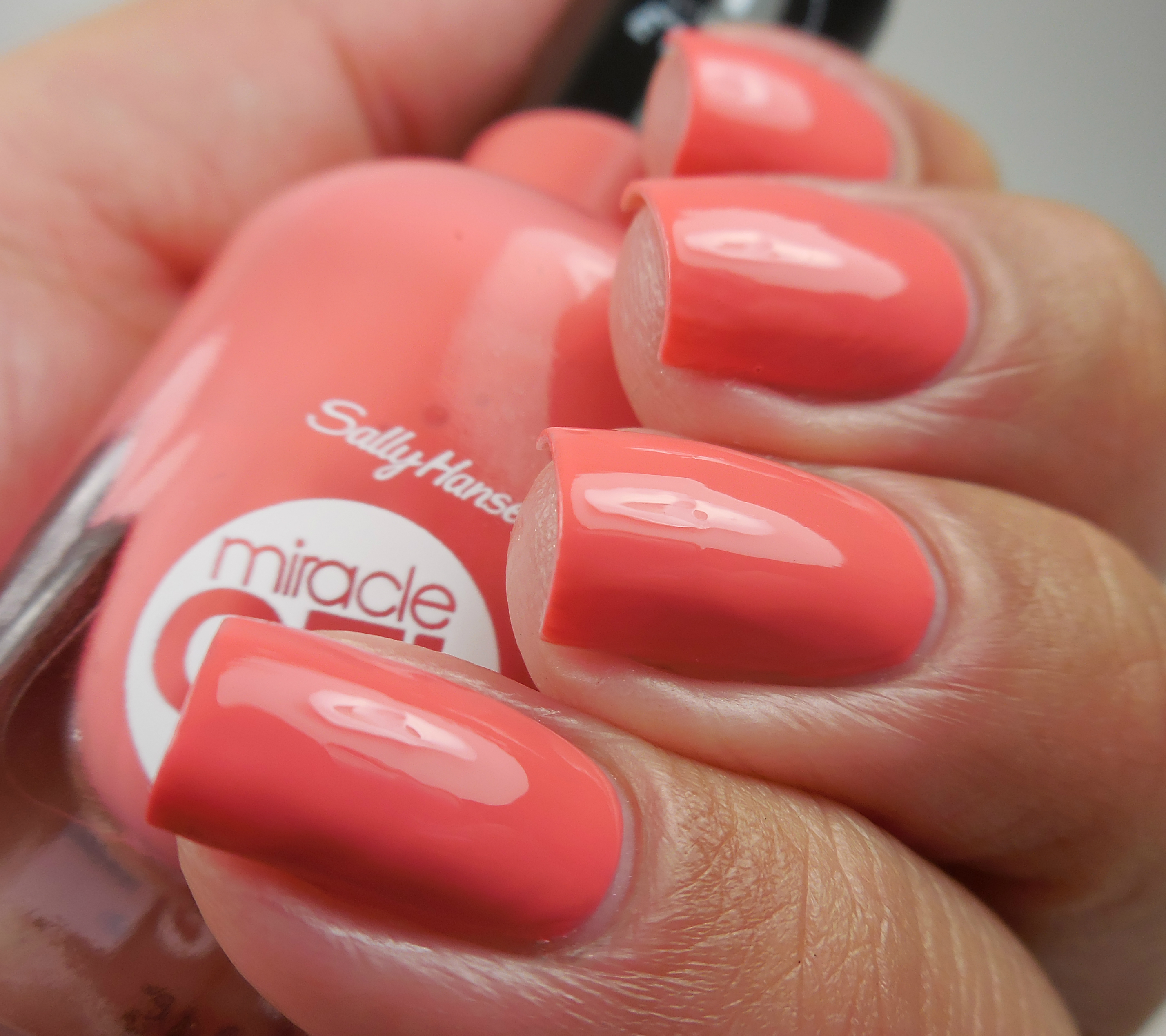 Sally Hansen Miracle Gel Koi Coral 2 - Of Life and Lacquer